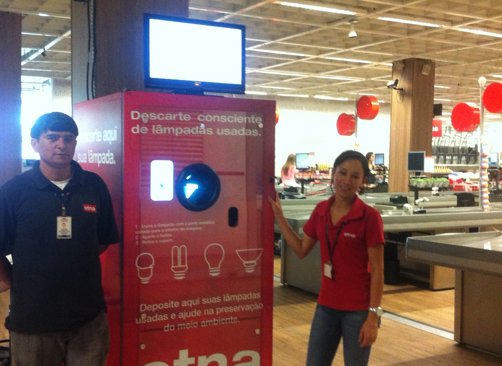 Etna Store in São Paulo installed a reVend Light Bulb Recycling Machine,this is the First In Brazil.